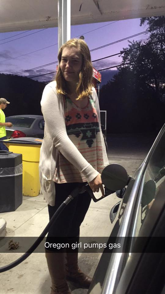 Oregon girl pumps gas