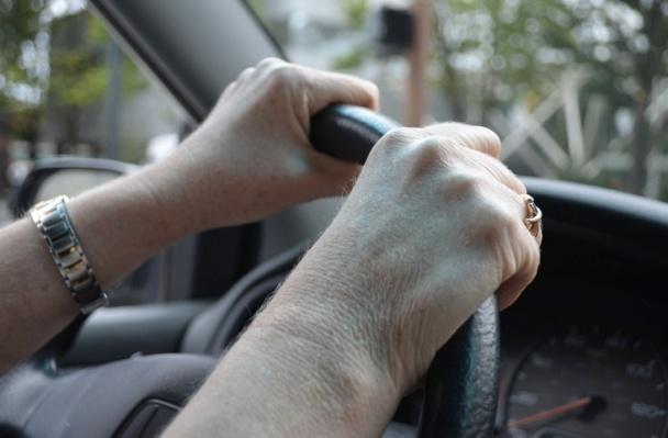 hands driving