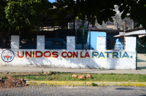 "Grafitti reading ""unidos con la patria"" in Havana."