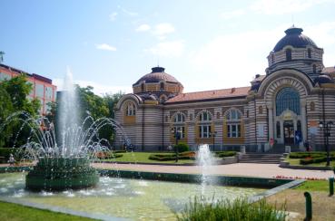 A park with Bulgaria's oldest bathhouse and a fountain